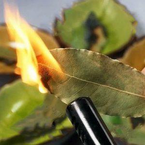 гадание на пламени лаврушки