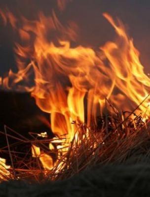 Чтобы болезни обходили стороной, старую солому из матрасов сжигали.