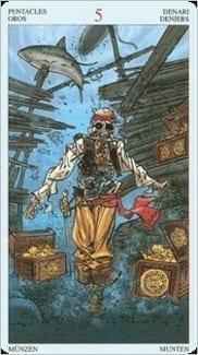 Карта Пятерка Пентаклей из колоды Пиратское Таро