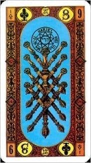 Карта Девятка Жезлов из колоды Ступени Золотого Таро