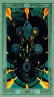 Карта Пятерка Пентаклей из колоды Таро Тота Алистера Кроули