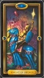 Карта Рыцарь Мечей из колоды Золотое Таро